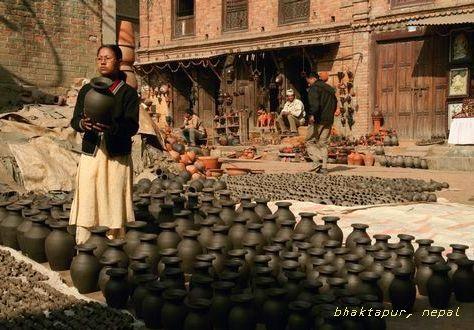 壷を作っている町