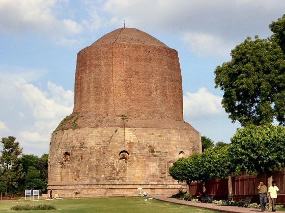 800px-The_biggest_stupah_in_Sarnath.jpg