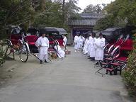 柳川に人力車18台集結・日吉神社前