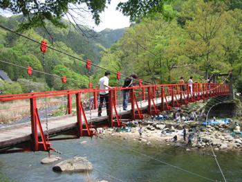 つり橋を渡る.jpg