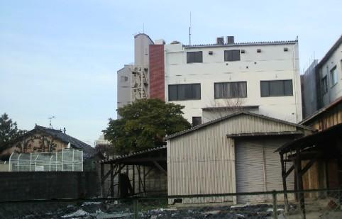 裏側から見た旧奈良銀行跡地