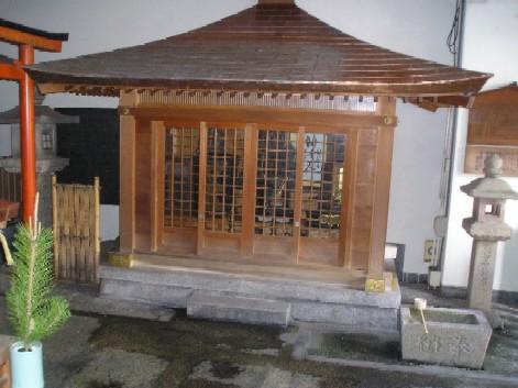 餅飯殿聖宝理源大師堂