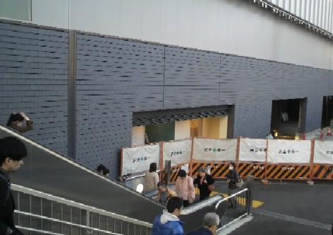 20110226JR奈良駅にトイレ設置工事中