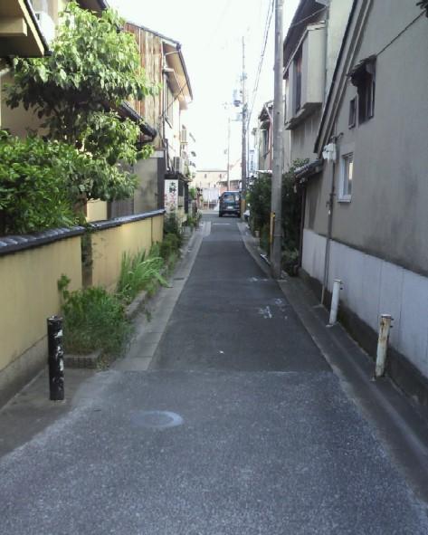 紀寺中通町の通りを南に向く