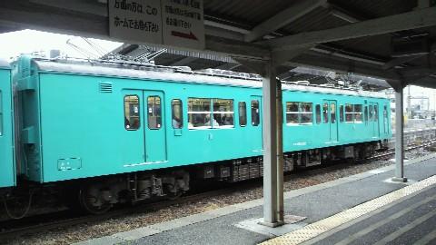 京終駅の奈良行き電車