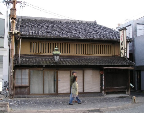 かつての岡村酒造のファサード