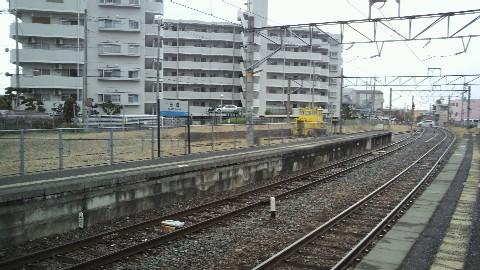 京終駅上りホームと側線の保線機械
