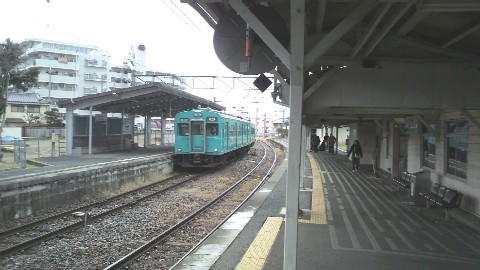 JR京終駅を発車した奈良行き
