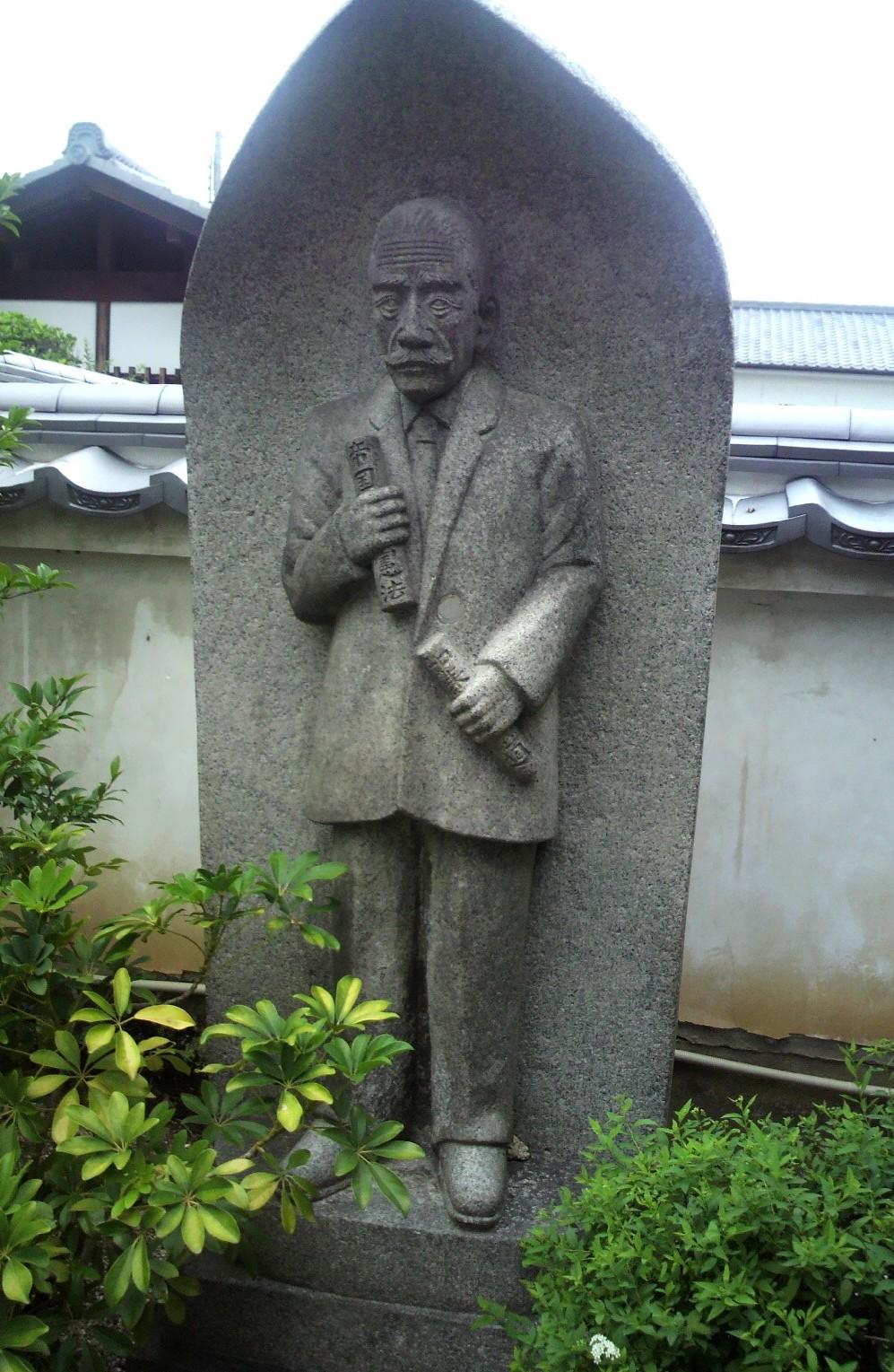 奈良町徳融寺にいた「吉村長慶」氏の石像