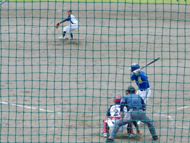 遠野・照井-久慈・大沢両選手の対決。