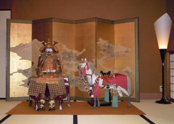 武者甲冑と木彫飾馬