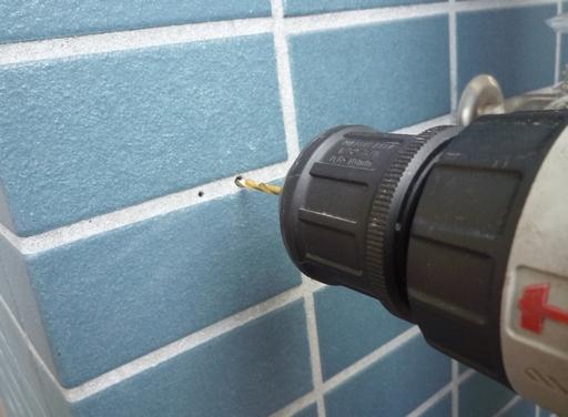 20100509防水コンセント1穴あけ.jpg