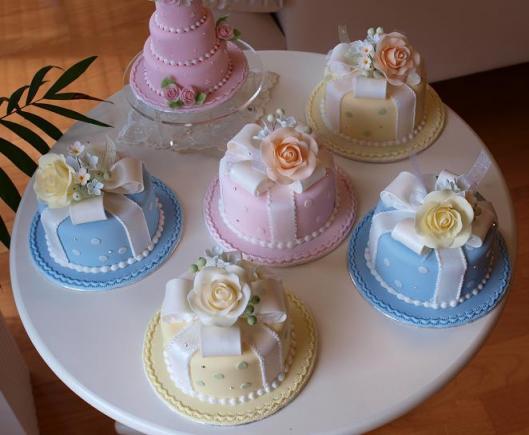 リボンとローズのケーキ