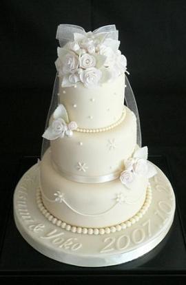 知子さん アイボリーのケーキ