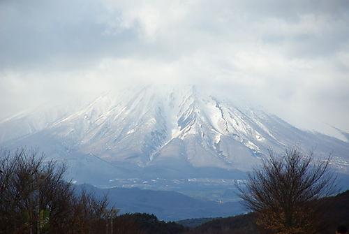 盛岡競馬場から見た岩手山