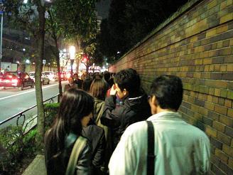 六義園_入園長蛇の列_ss.JPG