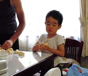 2010年8月パン作り(アキくん).jpg