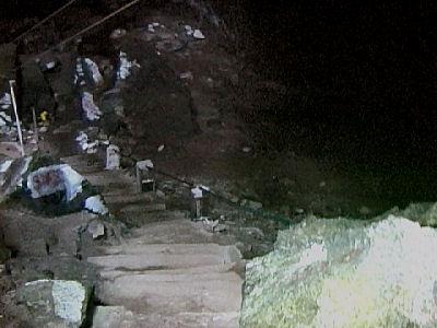チャラケイブ入り口階段.jpg