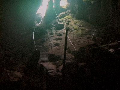 チャラ・ケイブ洞窟階段.jpg