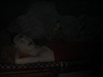 チャラケイブの寝仏2.jpg