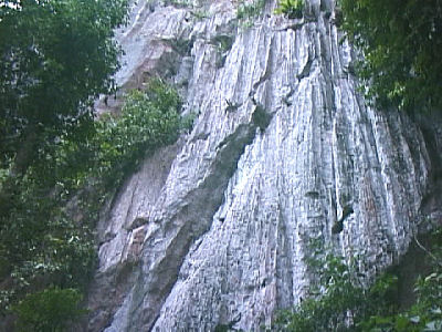 石灰岩の山.jpg
