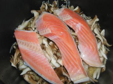 鮭の炊き込みご飯調理中1