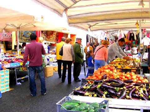 イタリアの市場.jpg