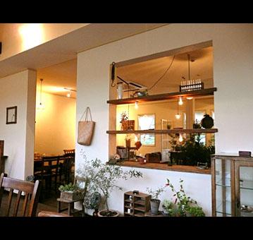 カフェ緑に囲まれたCAFFE.JPG