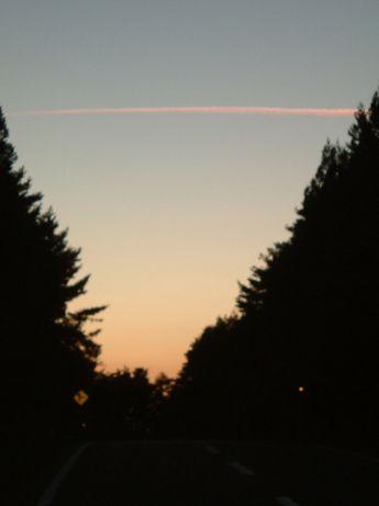 夕焼け飛行機雲.jpg