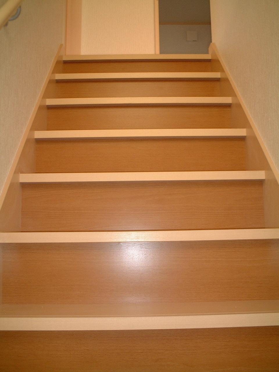 051221ツートンの階段.JPG