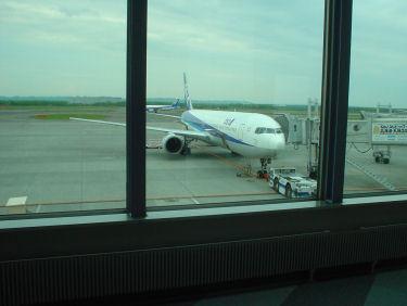 出発を待つANA1716便