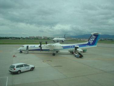 出発を待つANA1633便