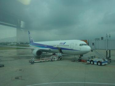 出発を待つANA103便