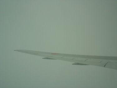 真っ白な雲の中を上昇…時々落ちる