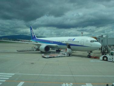 出発を待つANA026便