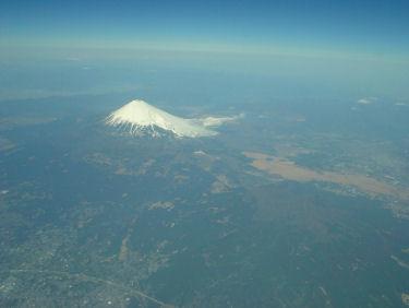 美しい姿を見せる富士山