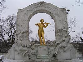 ヨハン・ストラウス像.jpg