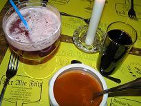 ドイツでの食事(左上甘いビール).JPG