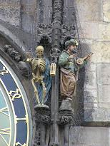 時計横の死神が鐘をならすと・・・.jpg