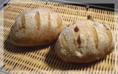 ナッツとクランベリーのパン.jpg