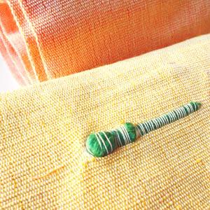 はぎれ屋さんで落札した5色の木綿の布のアップ(ネップ部分)