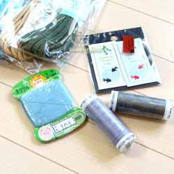 手縫い糸、織りネームワッペン、カラーひもなど(@ユザワヤ)