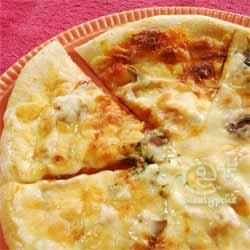 ピザハウスロッソの冷凍ピザ(生ハムのPIZZA)を焼く