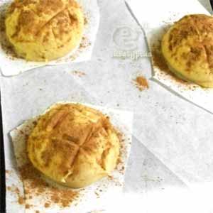 冷凍パン生地のメロンパン・焼く直前(シナモンパウダーをふりかけ)