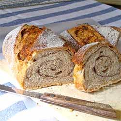 酒粕酵母のライ麦パン その2・ココアを巻き込んだナマコ型(スライス)