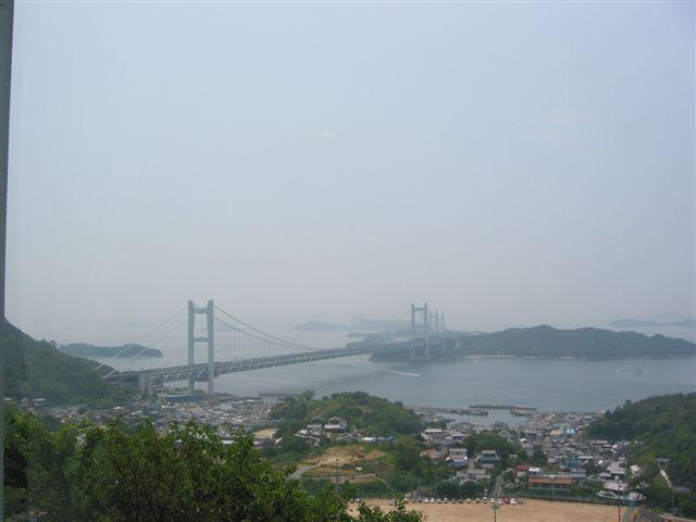 瀬戸大橋を望む