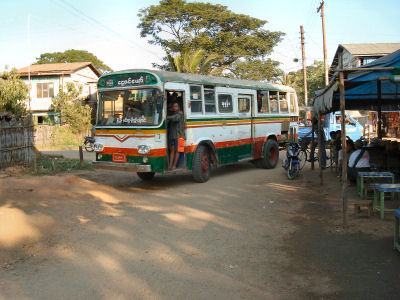 古いバス.jpg