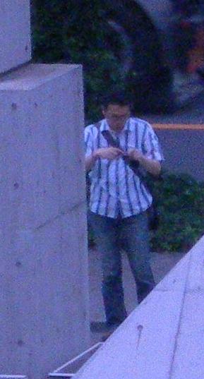ビックサイトのノコギリの彫刻横から撮影して来た男