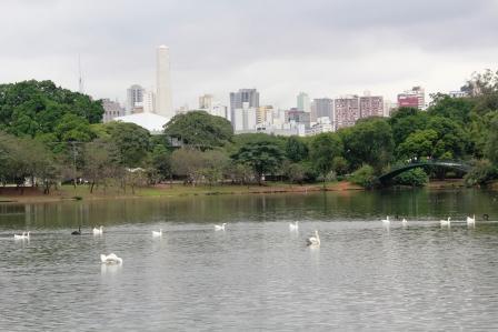 イビラブエラ公園の池
