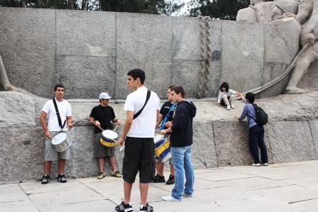 サンバを踊る若者たち(イブラブエラ公園)